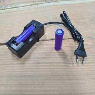 Oplader met 18650 Button Top batterij